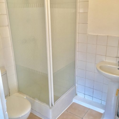 GROUND FLOOR STUDIO ANNEX FLAT FURNISHED INCLUDES ELECTRIC AND WATER 20 MINS WALK TO SUDBURY HILL STATION